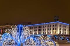 Nowego Roku ` s katedry kwadrat z boże narodzenie dekoracjami w centrum Belgorod miasto Zdjęcie Stock
