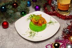 Nowego Roku ` s stół Obsługowy nowego roku ` s stół Fotografie w wnętrzu fotografia stock
