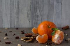Nowego Roku ` s tangerines na drewnianym tle Fotografia Royalty Free