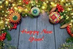 Nowego Roku ` s wianek od zielonej choinki z rożkami na wo Obraz Stock