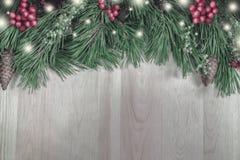 Nowego Roku ` s wianek od zielonej choinki z rożkami na wo Zdjęcia Royalty Free