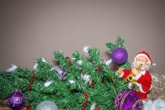 Nowego Roku ` s wielkanocy i wielkanocy dekoracja z Święty Mikołaj bawić się zdjęcie royalty free
