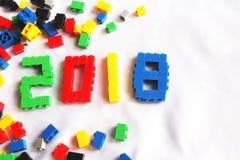 Nowego roku teksta 2018 projekt od kolorowych klingeryt zabawki bloków Fotografia Stock