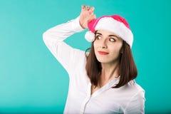 Nowego Roku tematu zimy wakacji Bożenarodzeniowy biuro firma pracownicy portret kobiety młodego caucasian biznesmena biała koszul obraz stock