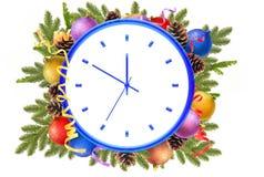 Nowego Roku zegar i boże narodzenie piłki, sosna konusujemy, jodeł gałąź Fotografia Royalty Free