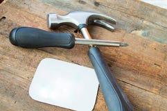 Nowi budynków narzędzia na starym ciemnym drewnianym tle, miejsce dla teksta Zdjęcia Stock