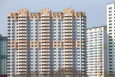 Nowi budynki nad błękita jasnego bezchmurnym niebem Obraz Royalty Free