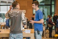 Nowi Jabłczani smartphone sprzedaży początki Zdjęcia Stock