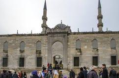 Nowi Meczetowi turyści wokoło podwórza Obrazy Royalty Free