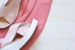 Nowi modni sandały na klinie Moda zdjęcie stock