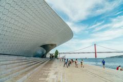 Nowi muzeum sztuki, architektura, Technologia Museu De Arte, Arquitetura e Tecnologia i MAAT, zdjęcia stock