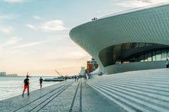 Nowi muzeum sztuki, architektura, Technologia Museu De Arte, Arquitetura e Tecnologia i MAAT, fotografia stock