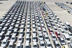 Nowi samochody i samochody dostawczy w porcie Barcelona Fotografia Stock