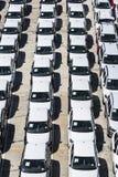 Nowi samochody przygotowywający wysyłać w porcie Barcelona Obrazy Royalty Free