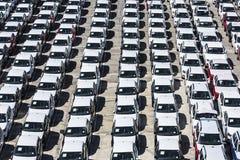 Nowi samochody przygotowywający wysyłać w porcie Barcelona Zdjęcie Stock