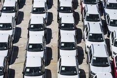 Nowi samochody przygotowywający wysyłać w porcie Barcelona Zdjęcia Royalty Free