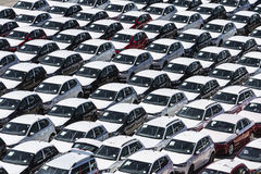 Nowi samochody przygotowywający wysyłać w porcie Barcelona Fotografia Stock