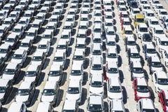 Nowi samochody przygotowywający wysyłać w porcie Barcelona Fotografia Royalty Free