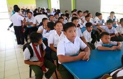 Nowi ucznie czeka rejestrację na ich orientacja tygodniu Zdjęcie Stock