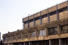 Nowi wysocy nowożytni budujący miasto budynki nad jasny bezchmurnym Zdjęcia Stock