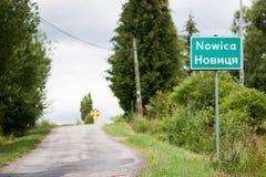 Nowica - dorp in Lagere Beskid, Polen royalty-vrije stock afbeelding