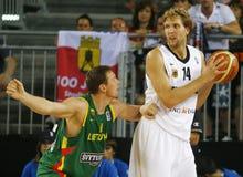Nowitski pendant l'againt européen Letonia de match Images libres de droits