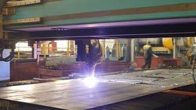 Nowożytny automatyczny osocza rozcięcie metal laserem w produkcji, laserowa tnąca maszyna, w górę, przemysł zbiory wideo
