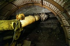 Nowożytny maszynowy wiertniczy tunel w skale zdjęcie royalty free
