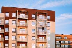 Nowożytny mieszkanie stwarza ognisko domowe budynku mieszkalnego kompleksu nieruchomość zdjęcie royalty free