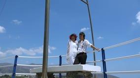 Nowożeńcy na tle morze zdjęcie wideo