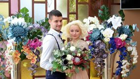 Nowożeńcy Nowożeniec i panna młoda Nowożeńcy poślubiający po prostu się zbiory