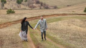 Nowożeńcy Nowożeniec i panna młoda szczęśliwa para szczęśliwa rodzina Mężczyzna i kobieta zdjęcie wideo