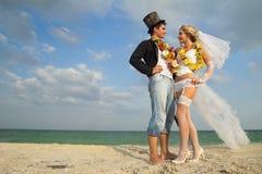 Nowożeńcy para w hawajczyku Hula Zdjęcie Royalty Free