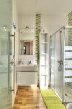 Nowożytna łazienka w luksusowej willi Zdjęcia Royalty Free