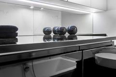Nowożytna łazienka z marmurową apreturą zdjęcie royalty free