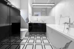 Nowożytna łazienka z marmurową apreturą obraz royalty free