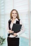 Nowożytna biznesowa kobieta w biurze z kopii przestrzenią, Biznesowy wom Fotografia Stock