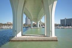 Nowożytna Bridżowa architektura fotografia stock