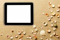 Nowożytna cyfrowa pastylka na piaska tle fotografia royalty free