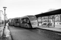 Nowożytna kopia artykułował autobusowego Van Hool 324H Exequicity 24 hybryd zdjęcia stock