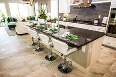 Nowożytna kuchnia Z kontuar stolec & barem zdjęcie royalty free