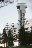 Nowożytna latarnia morska, światła słonecznego wybrzeże, Queensland, Australia Obrazy Stock