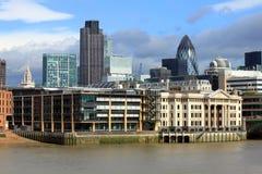 Nowożytna Londyńska miasta biura linia horyzontu Rzecznym Thames Zdjęcie Royalty Free