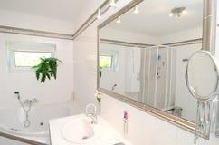 Nowożytna luksusowa łazienka zdjęcia royalty free