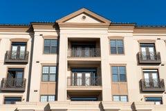 Nowożytna mieszkaniowa powikłana fasada zdjęcia stock