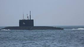 Nowożytna pocisk łódź podwodna przy morzem zdjęcie wideo