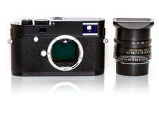 Nowożytna retro mirrorless Cyfrowa kamera od plecy, Odizolowywającego Na Wh Zdjęcie Stock