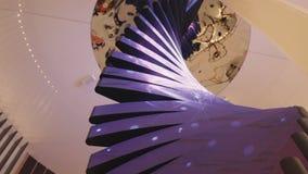 Nowożytna spirala z ekranem Ślimakowaty futurystyczny projekt z barwiącym ekranem obraz royalty free
