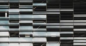 Nowożytna szkła i metalu fasada budynek fotografia stock