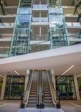 Nowożytna Szklana powierzchnia biurowa, wnętrze/ Zdjęcie Royalty Free